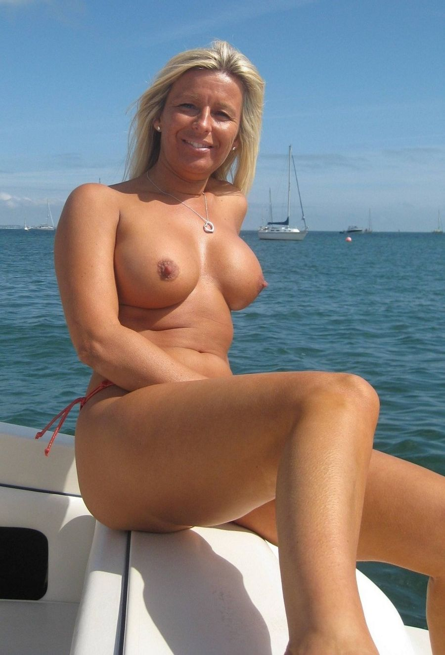 hot sexy moms - hot moms naked photos